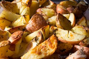 Simple Herbed Roasted Potatoes | Cupcakes&Crowbars