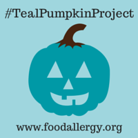 Create a safe environment this Halloween for kids with food allergies - Join the Teal Pumpkin Project | http://cupakesandcrowbars.com @cupcakescrowbar