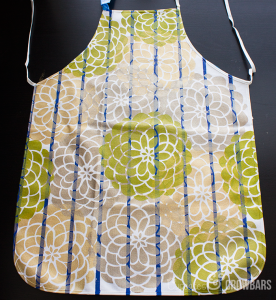 Easy DIY Apron - Great Gift Idea! |www.CupcakesAndCrowbars.com @cupcakescrowbar